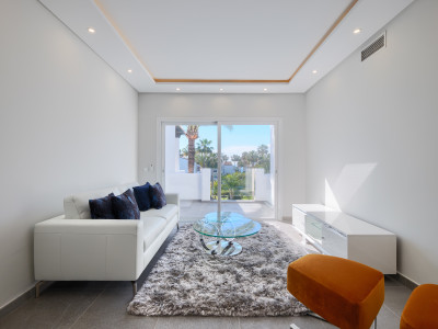 Apartment  for sale in  Costalita, Estepona