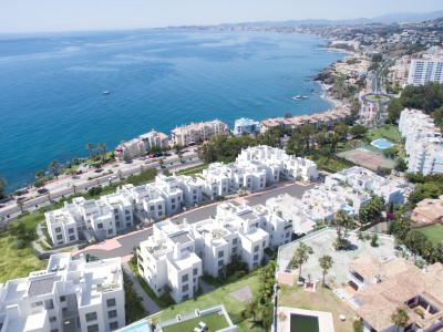 New apartment for sale 100 m to the beach with sea views in Torrequebrada