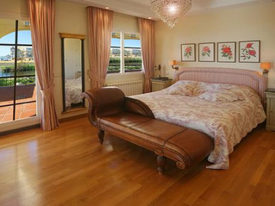 Villa en venta en Lorea Playa, Nueva Andalucia