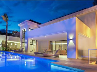 Villa en venta en El Herrojo, Benahavis