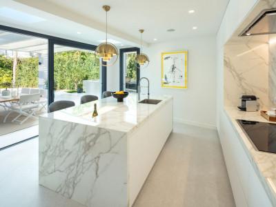 Villa zum Verkauf in Nueva Andalucia