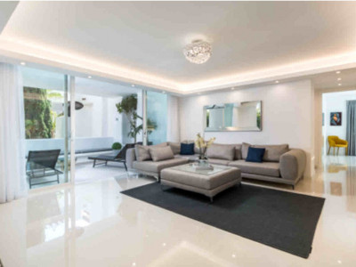 Apartment for sale in Marina de Puente Romano, Marbella Golden Mile