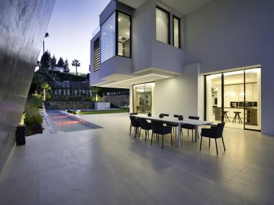 Villa for sale in Aloha, Nueva Andalucia