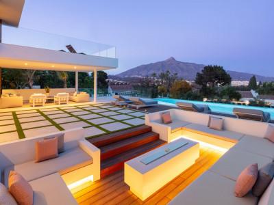 Villa for sale in Las Brisas, Nueva Andalucia