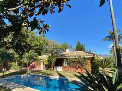 Villa for sale in Rio Real, Marbella