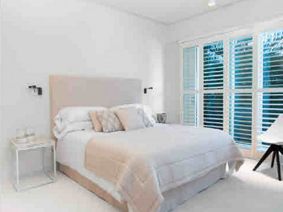Villa en venta en Rio Verde Playa, Marbella Golden Mile