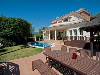 Villa for sale in Cerros del Lago, Istan