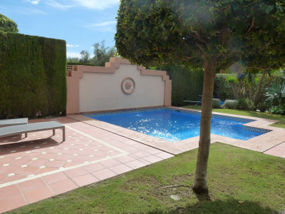 Villa Pareada en venta en Altos de Puente Romano, Marbella Golden Mile