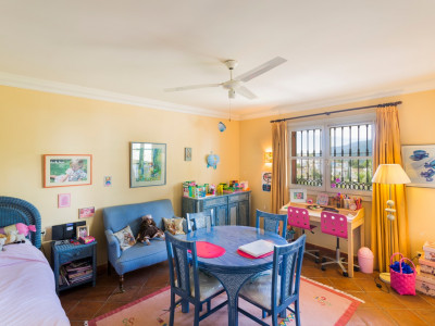 Villa Pareada en venta en La Heredia, Benahavis