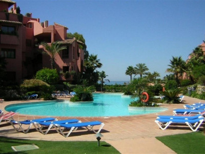 Estepona, Luxury beachfront apartment in the New Golden Mile with direct access to the beach