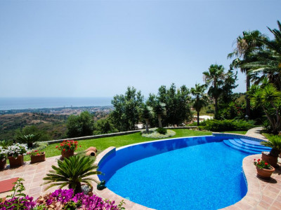 Marbella East, Stunning villa for sale in Marbella east with impressive panoramic sea views
