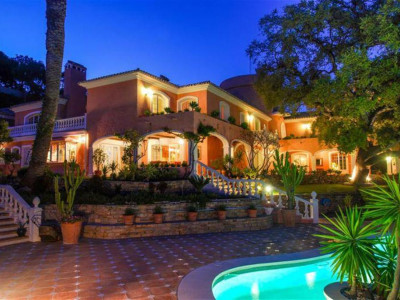 Benahavis, Villa for sale in a lavish private estate in El Madroñal in Benahavis