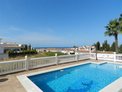 Mijas Costa, Detached villa for sale in Riviera del Sol in Mijas Costa with sea views