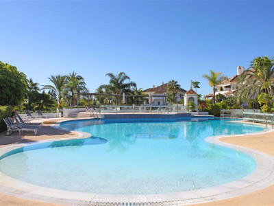 Marbella Golden Mile, Immaculate apartment for sale in the Marbella Golden Mile in a luxury complex