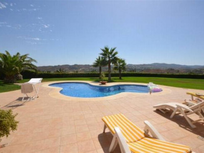 Mijas Costa, Spacious villa for sale in Mijas Costas just a few minutes drive from Fuengirola
