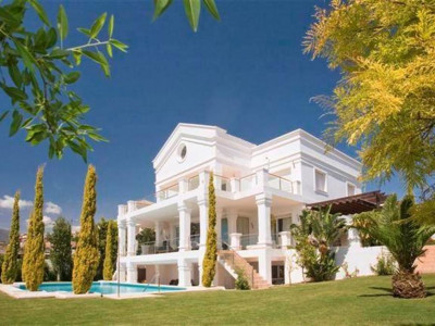 Benahavis, Reduced price frontline golf villa in the Los Flamingos Golf Resort in Benahavis