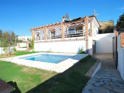 Marbella, Great villa for sale in Marbella just minutes away from the town centre and beach