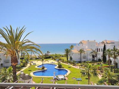 Marbella East, Luxury apartment for sale in a prestigious beachside urbanisation in Marbella East