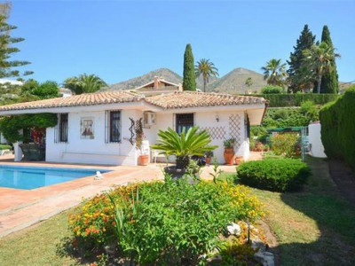 Benalmadena, Villa for sale in Benalmadena with stunning open sea and coastal views