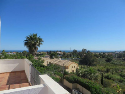 Benahavis, Stunning large townhouse for sale in Atalaya in Banahavis on the Costa del Sol