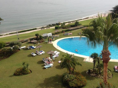 Estepona, Beachfront penthouse apartment with in the New Golden Mile with panoramic sea views