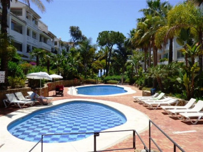 Marbella Golden Mile, Quality apartment in the Marbella Golden Mile in a beachfront development