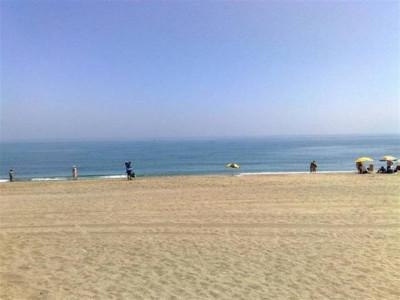 Manilva, Lovely bargain beachfront garden apartment in Manilva with stunning sea views