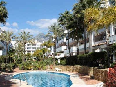 Marbella Golden Mile, Beautiful beachside penthouse apartment for sale in the Marbella Golden Mile