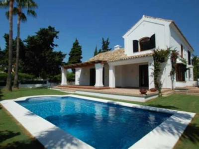 San Pedro de Alcantara, Charming villa in Guadalmina Baja in San Pedro just a short walk from the beach