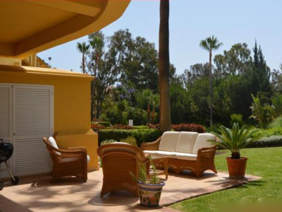Marbella East, Ground floor garden apartment for sale in Marbella East located on frontline golf