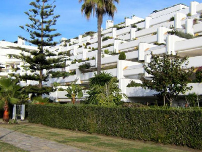 San Pedro de Alcantara, Ground floor garden apartment in Guadalmina Baja a few metres from the beach