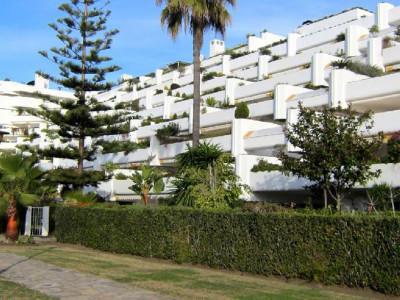 San Pedro de Alcantara, Ground floor garden apartment in Guadalmina Baja a few metres from the beach