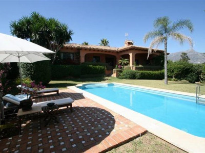 Benahavis, Rustic style villa for sale in La Quinta Golf & Country Club in Benahavis
