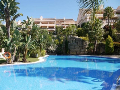 Nueva Andalucia, Beautiful apartment for sale in Nueva Andalucia with stunning panoramic views
