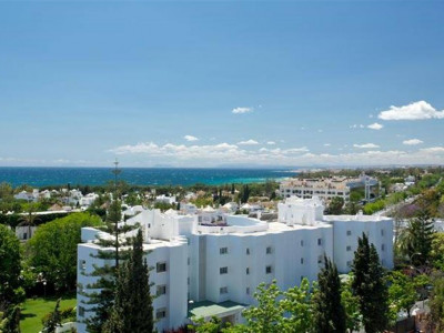 Marbella Golden Mile, Quality apartment for sale in the Marbella Golden Mile just minutes from the beach