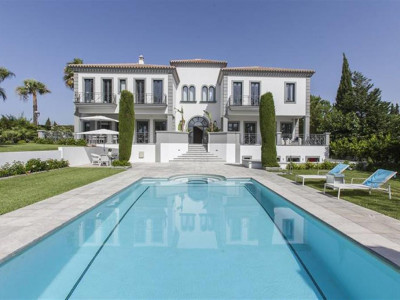 Mijas Costa, Impressive frontline golf villa in Mijas Costa with separate guest apartment