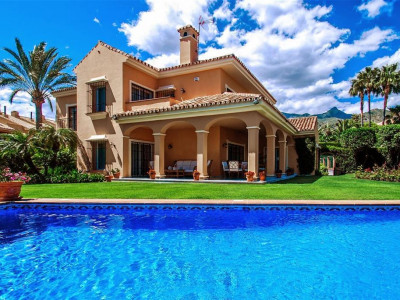 Marbella, Beautiful villa for sale in Marbella a short walk from the town centre