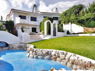Marbella Golden Mile, Pretty townhouse in the Marbella Golden Mile in a fantastic gated urbanisation