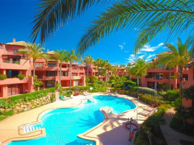 Estepona, Fantastic frontline beach apartment for sale in the New Golden Mile in Estepona