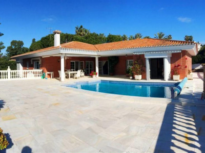 Marbella East, Beautiful villa for sale set in a large plot of 2000m² in Marbella East