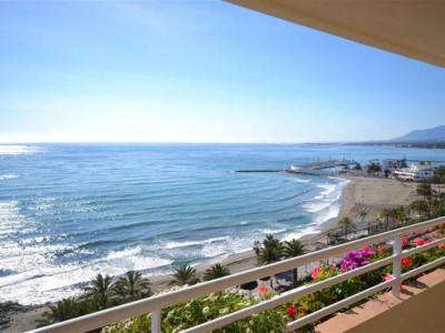 Marbella, Outstanding frontline beach penthouse apartment for sale in the centre Marbella town