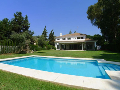 San Pedro de Alcantara, Large detached villa in Guadalmin Baja just 300 metres from the beach