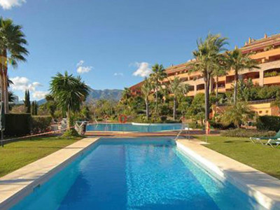 Marbella East, Luxury apartment in Marbella east just a 2 minute walk from the beach