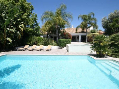 Nueva Andalucia, Contemporary villa frontline golf in the Nueva Andalucia golf valley