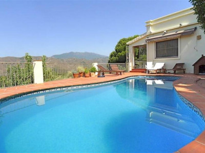 Istan, Bargain villa on the Istan road with stunning lake and coastal views