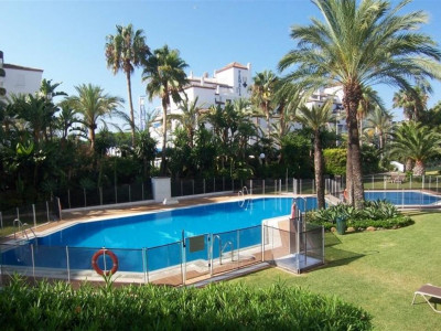 Marbella - Puerto Banus, Excellent apartment for sale in Puerto Banus just a 3 minute walk to the harbour