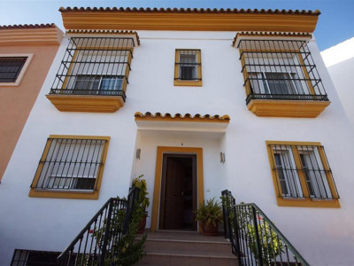 Nueva Andalucia, Lovely semi-detached villa in Nueva Andalucia just behind Puerto Banus