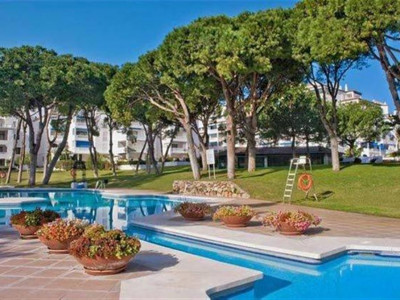 Marbella - Puerto Banus, Spacious apartment in the heart of Puerto Banus within walking distance to the beach