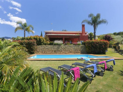 Benahavis, Superb villa for sale in Benahavis with stunning views over the golf course