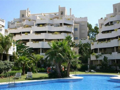 Nueva Andalucia, Stunning penthouse apartment in the heart of the Nueva andalucia golf valley